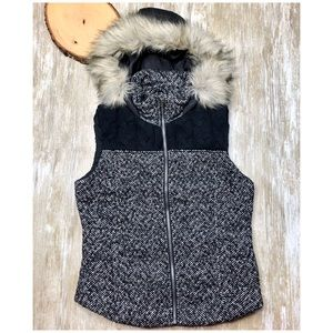 PRINCE AND FOX Quilted Puffer Vest Black White Fur